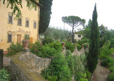Zicht op Il Borgo vanuit de tuin