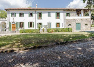 01.A Zijkant villa Vicchio