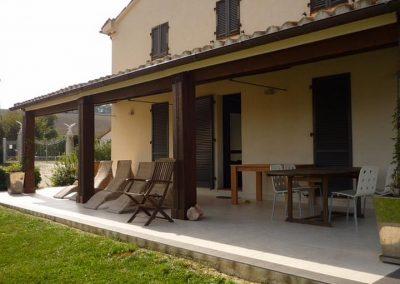 06c.Terras onder loggia zijkant huis Villa di Seta