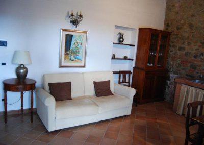 45 App 9 sofa in woonkamer Agriturismo Silenzio