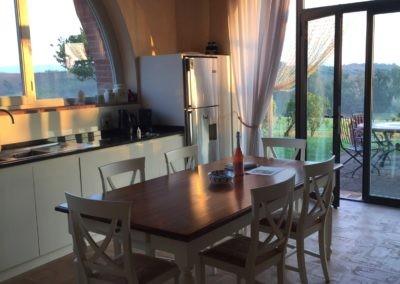 06a Il Borgo Cortona keuken in de ochtendzon 2