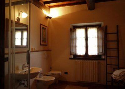 14 Tignano badkamer boven