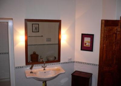 17 Villa Palombara Badkamer 1