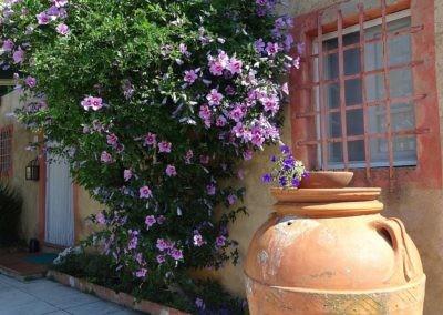 07 Villa Rota antieke pot op het terras